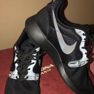 Women's Nike Athletic Shoe Size 6.5